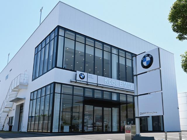 ドイツ本社と同様の教育を受けた経験豊富なメカニックがお客様のお車を整備いたします。