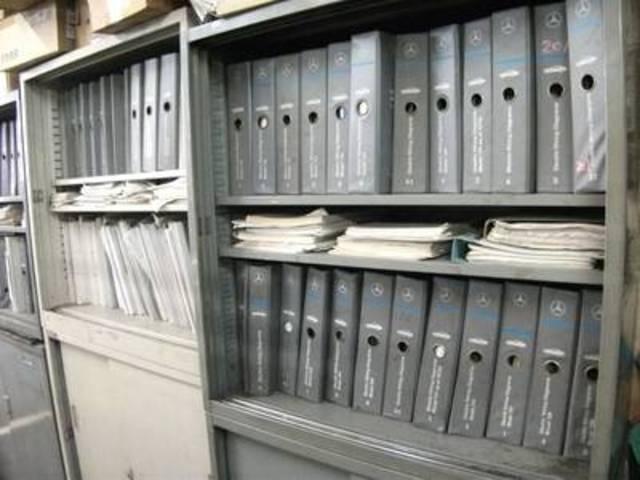 オールドベンツの整備解説書もしっかりとストック。勘に頼らず、メーカー指定の整備手順で万全整備が可能!