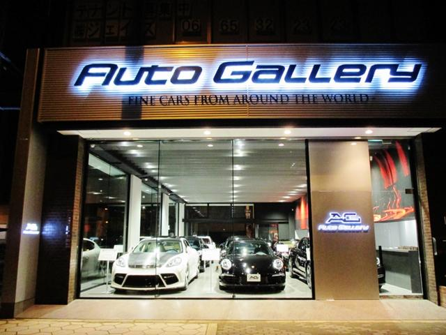 高級車に相応しい雰囲気のショールームで、昼夜を問わずゆっくりとお車をご覧頂けます。