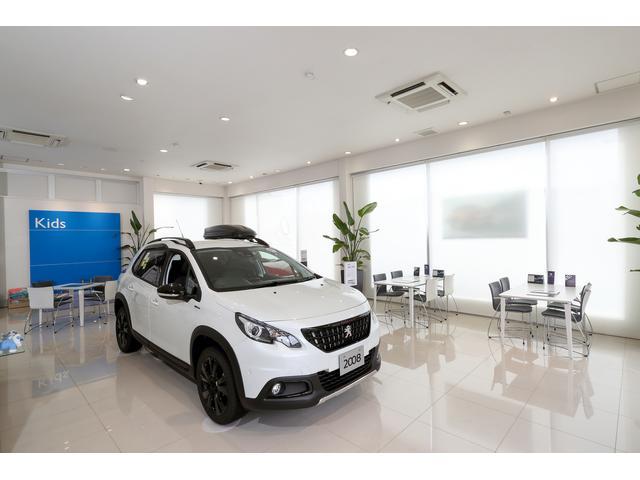 清潔で明るいショールームで最新のプジョーを!デモカーも豊富にご用意、お勧めはクリーンディーゼル車です