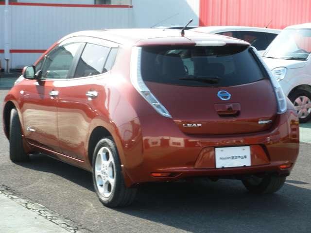 走行中はCO2排出ゼロ、自宅で充電できる100%電気自動車です。