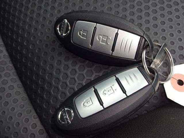 盗難防止機能つきのインテリジェントキー、バックの中のキーを探さなくても、ドアのスイッチで施錠開錠が出来て便利です。