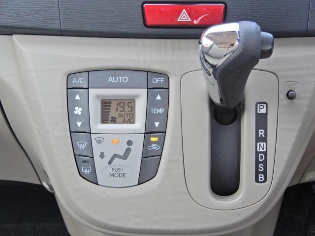 オートエアコン付きで車内も快適です