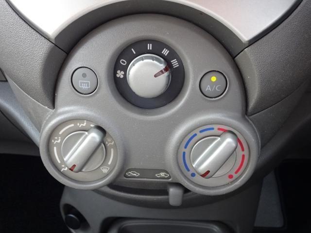 マニュアルエアコンは、直感的に操作できるので、走行中の操作も簡単です。