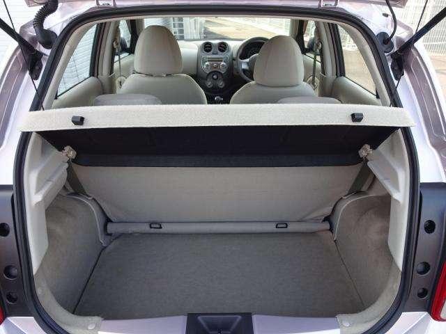 日常生活で充分なスペースです。シートを倒せば長物も積めて便利です。