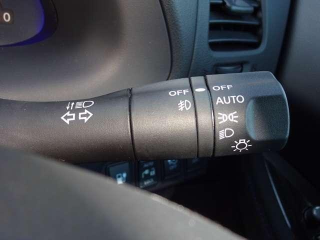 オートライトは、暗くなれば自動でヘッドライトを点灯し、明るくなれば自動消灯、エンジンを切っても消灯と便利です♪
