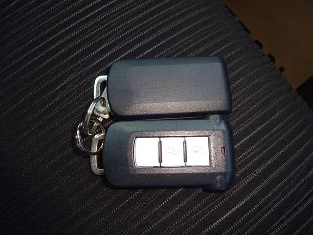 インテリジェントキーを携帯していれば、ドアのスイッチで施錠開錠、プッシュスタートも出来便利です。