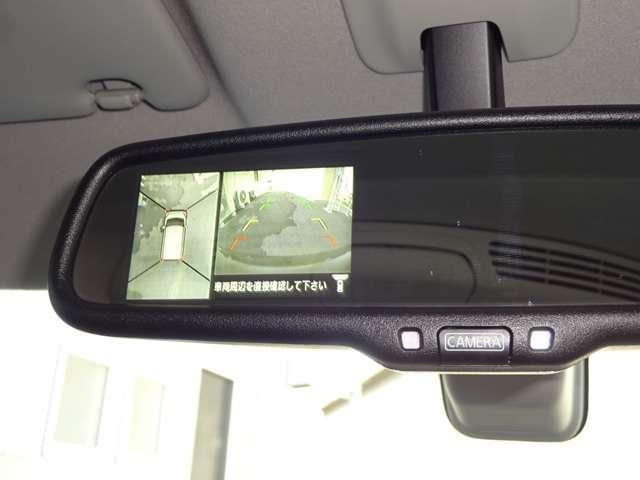 空から車を見るように映るアラウンドビューモニターで、周囲を確認できるので、駐車や狭い道のすれ違い時に、強い味方です。