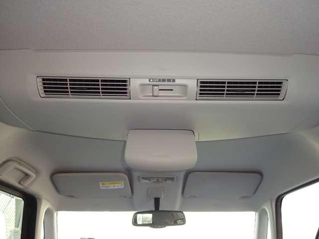 シーリングファンは、前の空気を後に循環させ、エアコンの効率を上げます。いつも快適な車内を確保します。