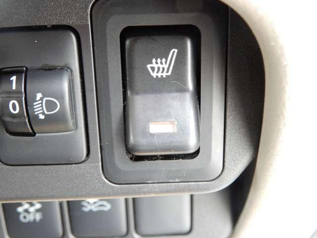 寒冷地仕様ですので運転席にはシートヒーター付き。真冬でもすぐに温まり快適にドライブできます