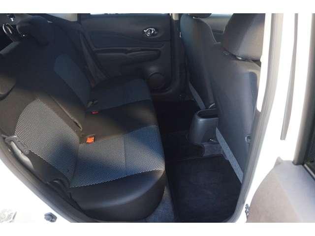 後席の足元は広く、ドアの開口が広いので、乗り降りもし易いです。