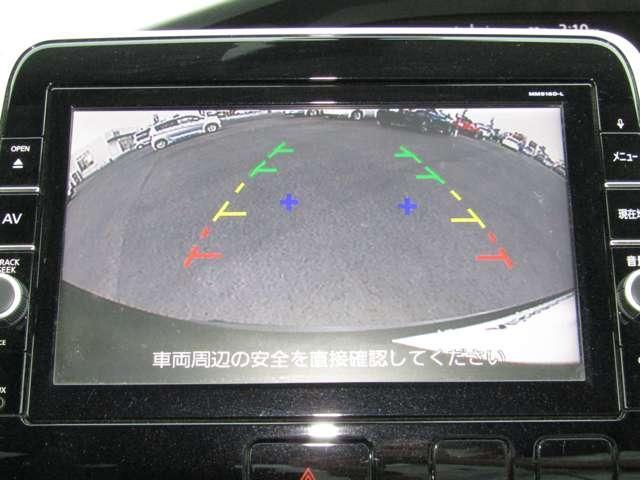 バックカメラで後方の死角になる部分も鮮明に見えるので、駐車が安心です。目視での確認もお忘れなく!