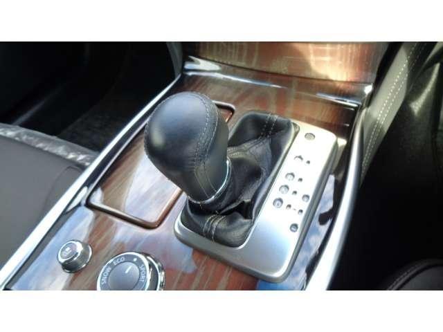 VIP 純正HDDナビ アラウンドビューモニター エマージェンシーブレーキ LEDヘッドライト クルーズコントロール 車線逸脱警報 シートヒータークーラー ETC サイドカーテンエアバッグ 本革 パワーシート(9枚目)