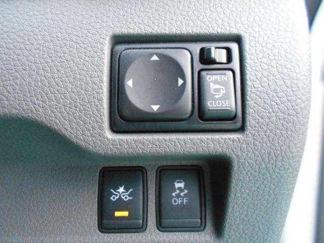 エマージェンシー(自動)ブレーキ&VDC(横滑り防止装置)付
