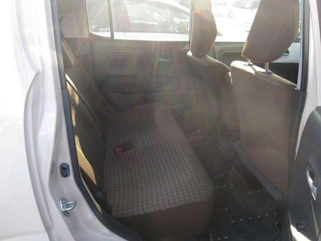 座るとわかる広さタップリ 余裕の後席