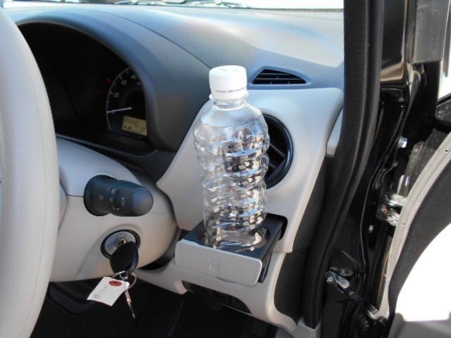 運転席、助手席にはドリンクホルダーが付いてて便利です