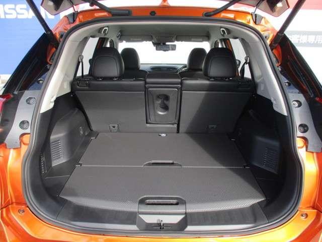 ロングボディのエクストレイルはラゲッジルームも広々で荷物もタップリ搭載可能です