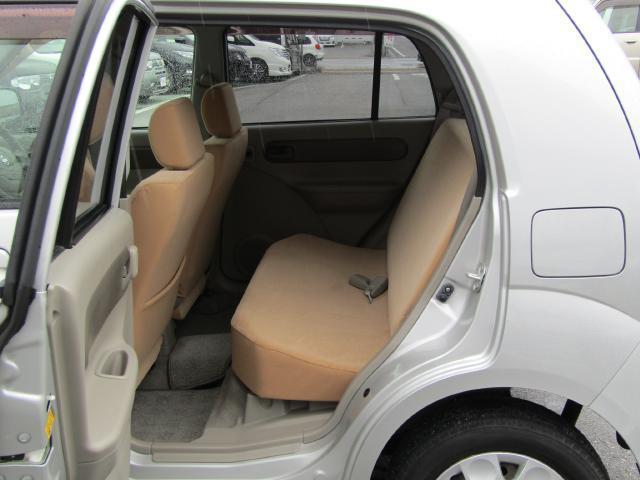 助手席の背面には雑誌や地図、小物を入れるのに便利な助手席シートバックポケットを装備