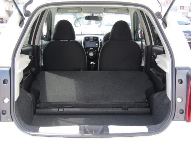 リヤシートを倒せばラゲッジが更に拡大!長さや幅のあるものも楽に載せれます