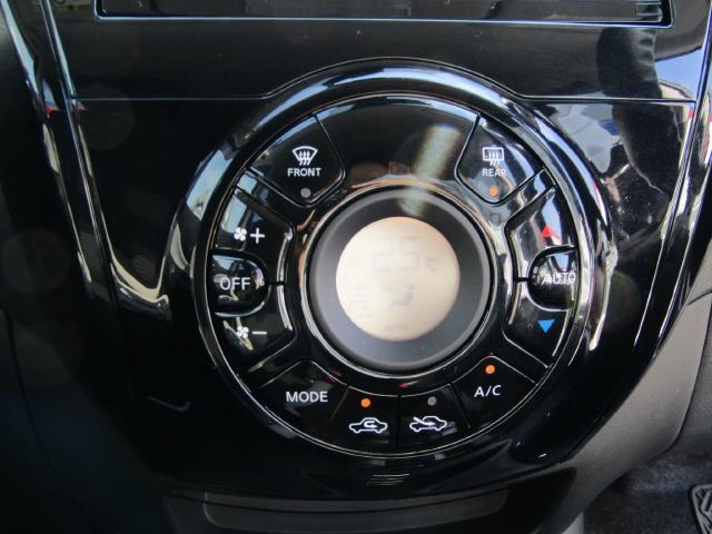 見やすいデジタル表示のオートエアコンが設定温度を自動でキープ♪快適なドライブをお楽しみ下さい(^^)