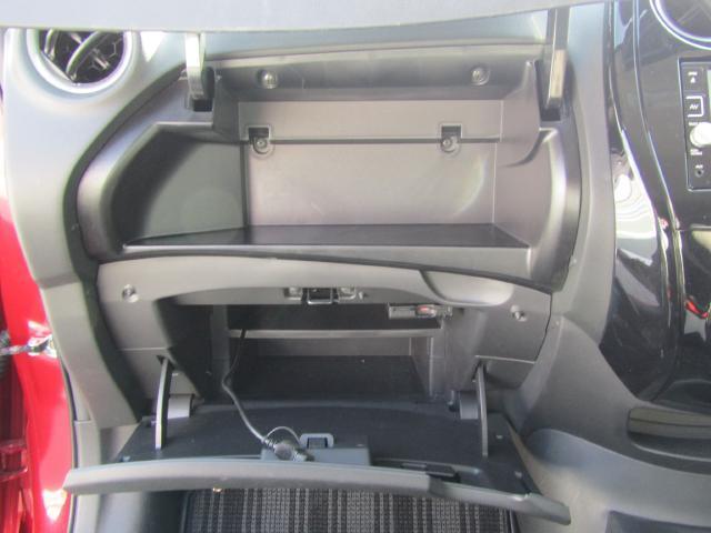 ティッシュBOXも収納できる大容量インストアッパーボックス&グローブボックス