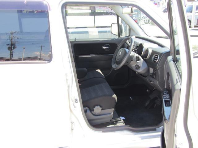運転席シートは最適な高さに調整できるシートリフター付がうれしいですね♪