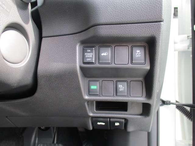 リヤハッチは運転席からボタン操作で電動開閉!燃費の良い発進をサポートし不要な変速を抑えることで、燃費を向上させるECOモードボタン