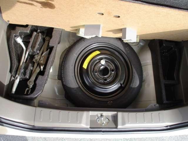 車載工具&スペアタイヤ付、パンク修理剤で対応できない大きなダメージもスペアタイヤがあれば安心です!(^^)!