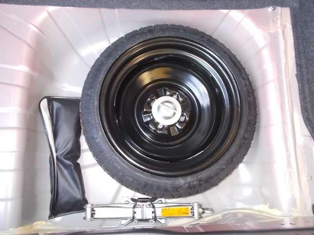 スペアタイヤや工具、ジャッキもあるので出先でタイヤがパンクしても安心できます。