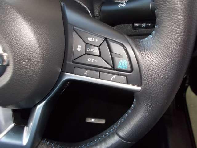 ハンドルにはプロパイロットのスイッチがついています。高速道路でドライバーに代わってアクセル、ブレーキステアリングを制御します。
