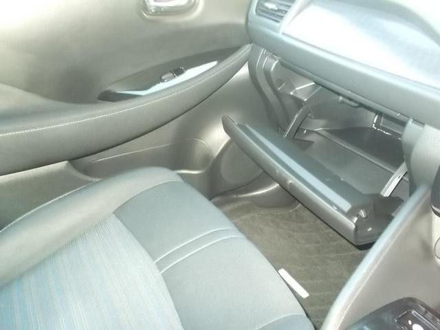 カップホルダー付きです。出先でドリンクを購入しても車内に飲料缶を持ち込めます。