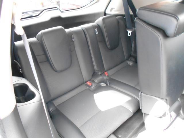 サードシートは狭いのでお子様や突発的に乗せないといけないときなどに♪