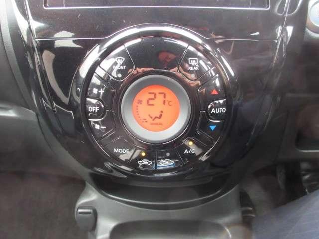 オートエアコンも装備されています。車内の空調管理もすぐに可能です。