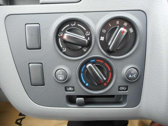 一年中、いつも快適な環境で運転できるマニュアルエアコン