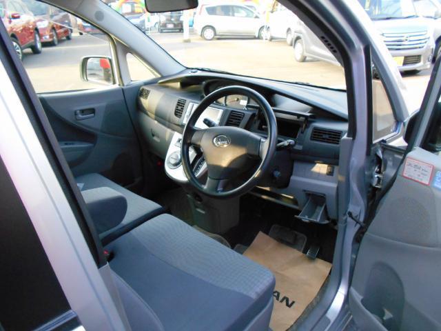 ベンチシートで座り心地のいいシート、快適ドライブをどうぞ!