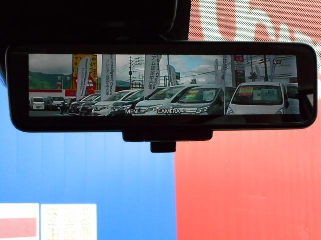 夜間や天候、荷物の積載や人の乗車で見ずらい後方の視界がクリアになるスマートルームミラー