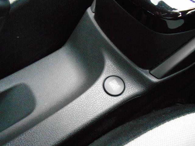 エコモード、スポーツモードの切替ボタン、アクセルペダルだけで、発進、減速、停止ができる、今までになかったラクラクな運転もできます。