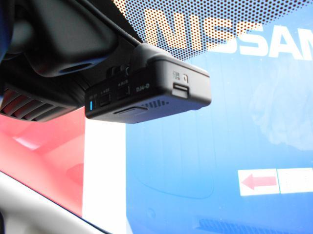 ドライブレコーダー、ニュースなどで、よく見る映像、運転中、いつも監視してくれます。