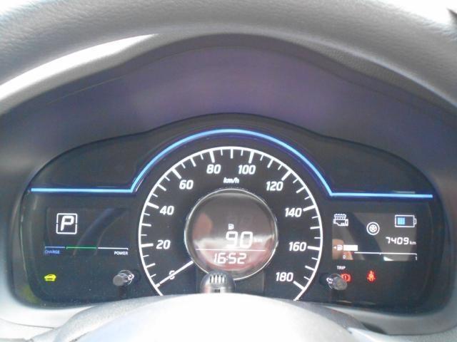 スポーティで大きく見やすいメーター類!現在の燃費もここで確認できます。