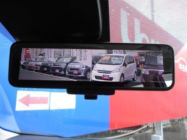 インテリジェントルームミラー、例えば後部席に荷物がいっぱいで後ろの確認が出来ない時でも、後部カメラによるクリアな映像で確認することが出来る便利な機能です☆普通の鏡としての切り替えも可能ですよ★