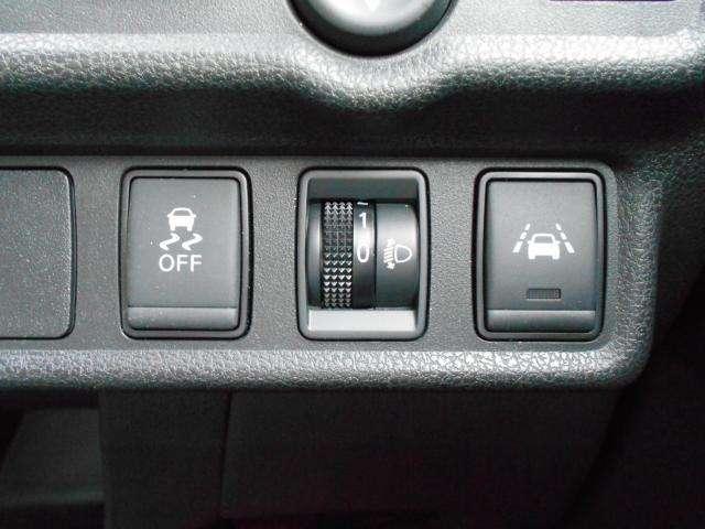 またレーン逸脱警報や、ヘッドライトレベライザーで、ヘッドライトの高さ調整することもできます☆