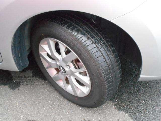 純正アルミ装着!タイヤの溝もバッチリです☆