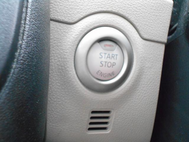 エンジンスタートは、このボタン、操作しやすい位置に配置されています。