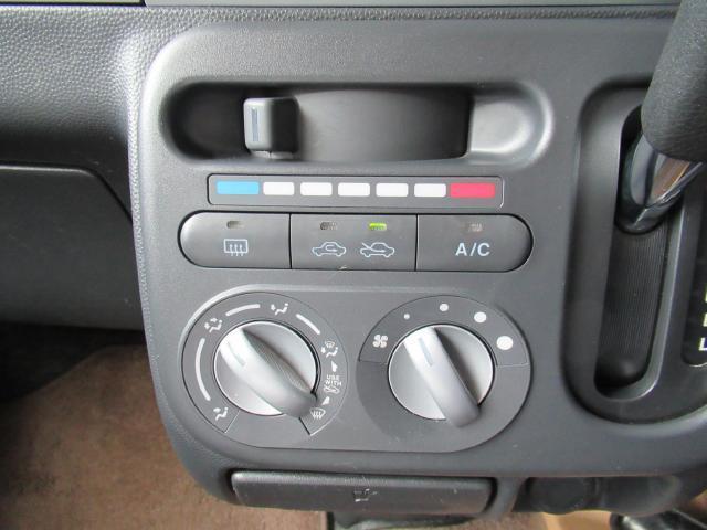 マニュアルエアコンを装備♪細かな空調が可能です♪
