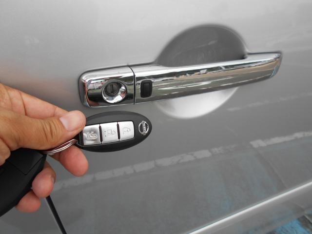 スマートキーなので手ぶらでドアロックが出来て便利ですよ。