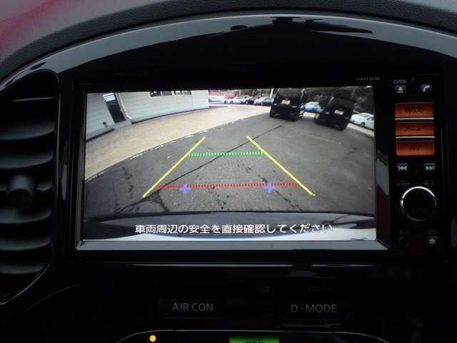 バックカメラ付きで駐車する際にもモニターで確認する事ができます。