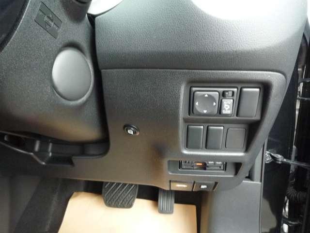 各種スイッチもハンドル近くに配備してますので操作しやすいです。