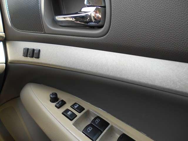 内装状態も特に大きく目立つ汚れも無くキレイです!多少の使用感は中古車なのでありますが、全体的にキレイな車輛ですっ!