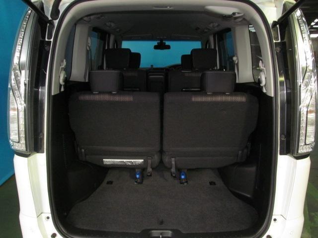 サードシートをお使いでも背の高いお荷物を積み込んでいただけます♪