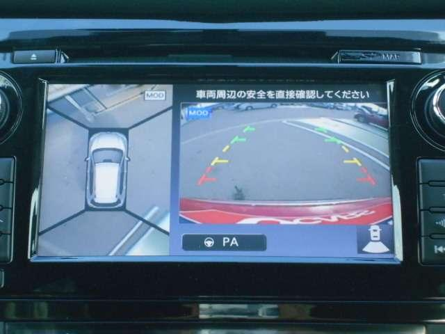エクストレイルがハンドルを操作して駐車をサポートするパーキングアシスト